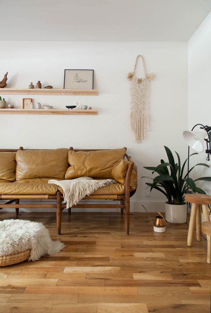 Living room decor ideas with brown furniture - Macrame Is One Of The Staples Of This Style Whether It S A Knotted Wallhanging Or A Plant Holder The Living Room Above Is Adorned With Some Knotted Wall