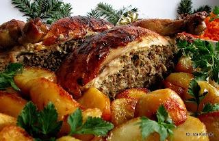 Smaczna Pyza: Kurczę pieczone z farszem mięsno pieczarkowym - http://smacznapyza.blogspot.com/2012/12/kurcze-pieczone-z-farszem-miesno.html