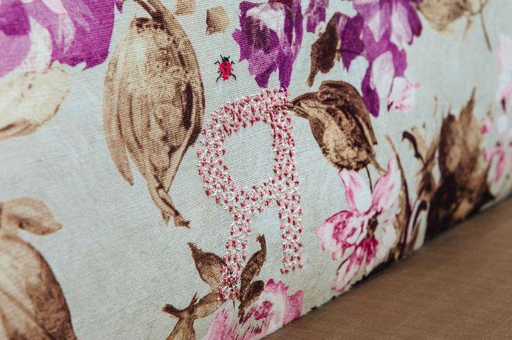 25 beste idee n over geborduurde kussens op pinterest handborduursteken borduurmotieven en - Sofa stijl voormalige ...