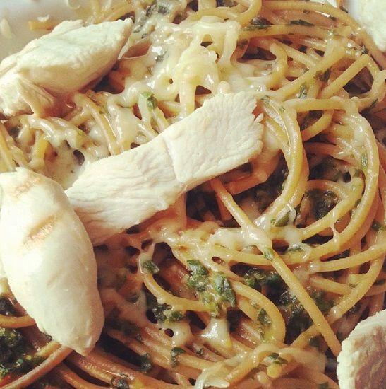 GEZOND RECEPT | Pasta met gegrilde kip en spinazie - Mariekevanwoesik.nl