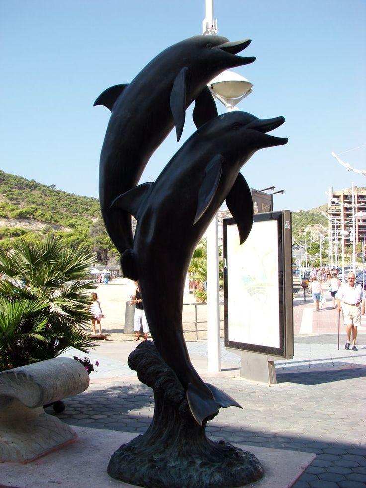 Los delfines en el paseo de la Cala!