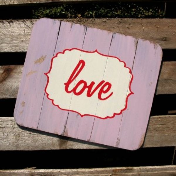 """Set of 4 distressed wood placemats with """"love"""" design.    Available in light pink, light blue, light green, off-white, navy, red and dark brown. #lovebalela"""