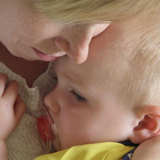Teething pain can last for minutes or days.