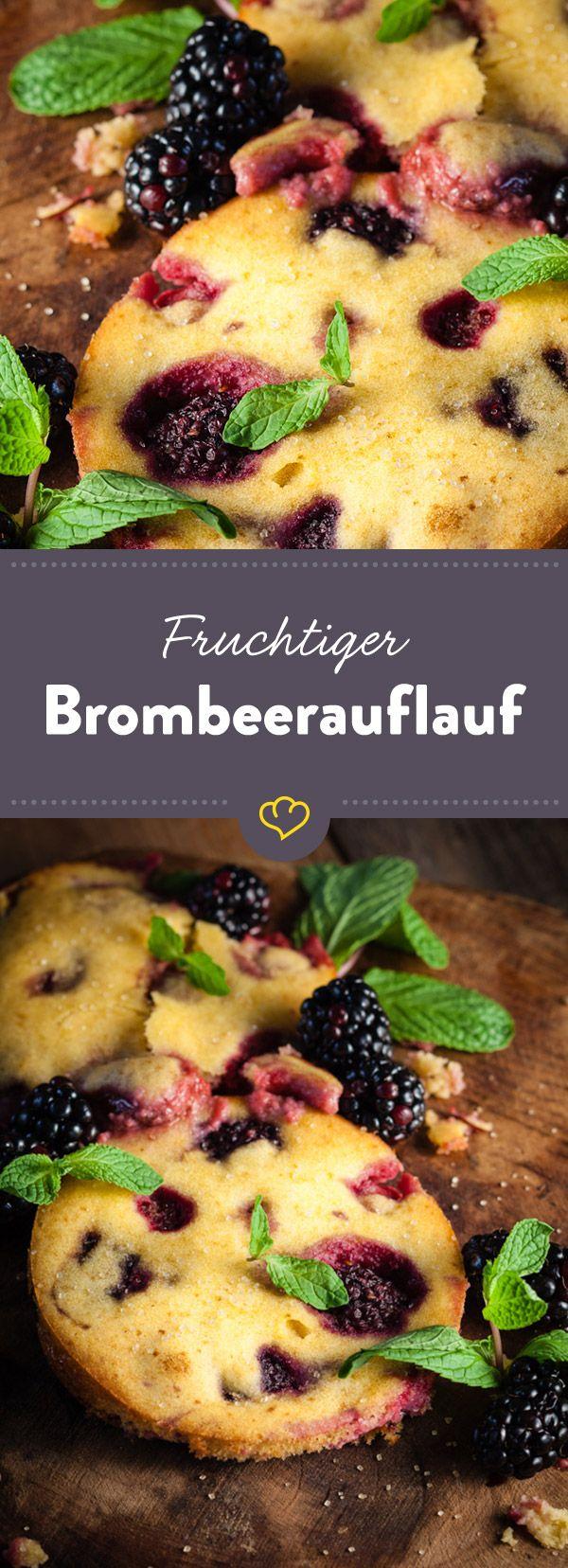 Frisch aus dem Ofen: Ein fluffig süßer Auflauf der amerikanischen Ureinwohner mit Brombeeren und frischer Minze. Herrlich soft!