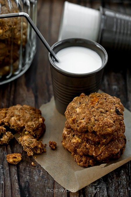 granola and apricot cookies