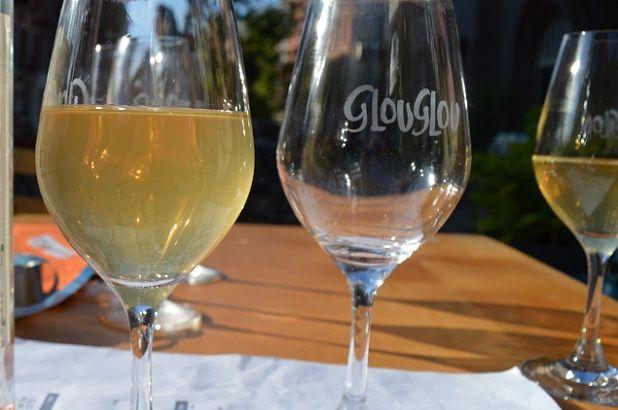 Bar Centraal | Amsterdam - ten katestraat, west | is het jongere zusje van Glouglou. Naast vin naturel drinken kun je hier ook eten.