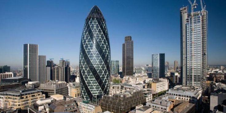 Mengintip London dari Gedung Mirip Alat Kelamin Pria | 20/09/2015 | LONDON, KOMPAS.com -Satu lagi pencakar langit mewah di distrik keuangan London, Inggris, yang tak kalah beken dibanding The Shard, yakni 30 St Mary Axe. Bentuknya yang lonjong, menjadikan gedung setinggi ... http://propertidata.com/berita/mengintip-london-dari-gedung-mirip-alat-kelamin-pria/ #properti