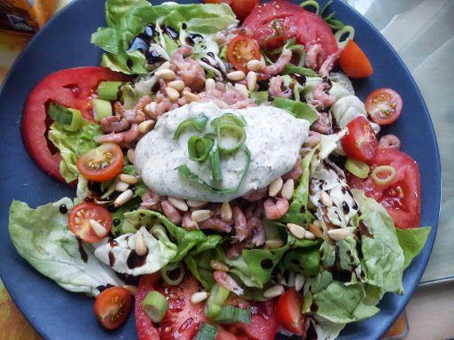 Tomaat garnaal salade à la Naessens Pascale - http://www.mytaste.be/r/tomaat-garnaal-salade-%C3%A0-la-naessens-pascale-945096.html