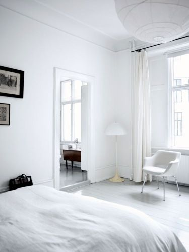 White on white. Panthella floor lamp by Verner Panton (1971). Photo: Birgitta Wolfgang Drejer, Boligmagasinet.dk