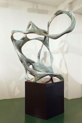 Atlas, 2013, Holz, papier maché, colors, lacquer, 195 x 130 x 100 cm