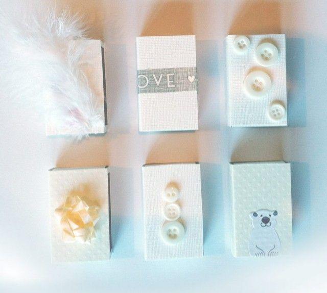 Lettlagede  smågaver du kan lage i en fei. En pakke med fyrstikker, pent papir, lim, dekortape og forskjellige ting å dekorerer med, så er du raskt i mål.