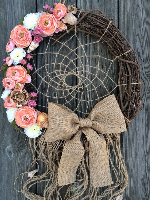 Love the flowers on the dream catcher wreath #southweststyle