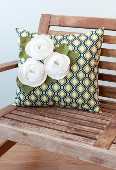 Use The 3d Floral Home Decor Cricut Cartridge To Cut Felt Ranuncculus To Embellish A Pillow