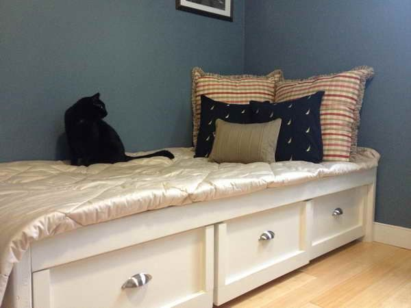 Diy Inspiration Daybeds: DIY Daybed: Decorating Your Bedroom: DIY Daybed With Wood