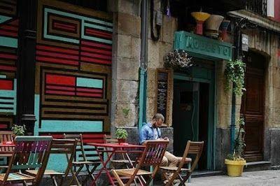 """Ordenan cerrar dos bares de ambiente gay del Casco Viejo por funcionar como discotecas Según el Ayuntamiento de Bilbao, en los locales pinchan DJs y """"se posibilita el baile"""", un extremo que desmienten los hosteleros afectados Jorge Barbó   El Correo, 2015-07-22 http://www.elcorreo.com/bizkaia/201507/22/ordenan-cerrar-bares-ambiente-20150722170634.html"""