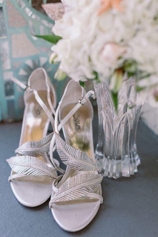 silver wedding shoes @weddingchicks