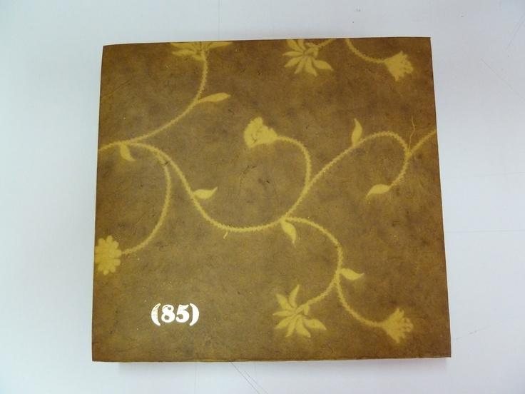 (angulo 1) Caja papel nepal y carton reciclado, cierres de iman, temografia oro
