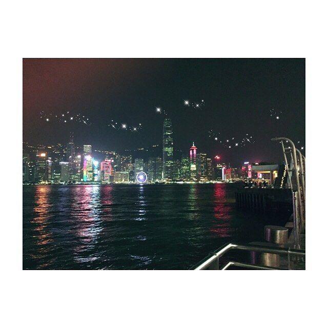 Instagram【1677mm】さんの写真をピンしています。 《#2016年9月29日30日 ディズニーランドからホテル行って チェックインして疲れてたけど #女人街 #花園街 歩いて せっかくだから #夜景 も… って行ってみたのが大正解🙆🏻 写真微妙だけど実物は感動した✨ ホテル帰るのやだなーって💭 帰りみちは香港ママ歌いながら🎵 ヴィッキーハーバーオーシャンビュ〜〜〜 #香港 #ひとり旅 #弾丸旅行 #女子ひとり旅 #夜景》