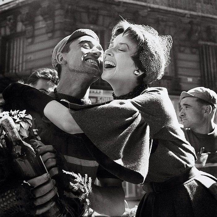 Ne cseszd el - Ha olyan emberek közé kerültél, akik szeretnek és jók veled, örülj neki… és ne cseszd el! – Akkor valódi emberek vesznek körül… és sajnos ők már egy veszélyeztetett faj. {(Németh György) – (Photograph by Richard Avedon)}