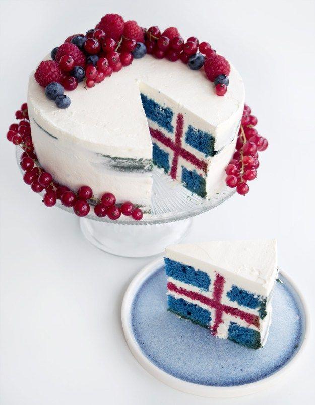 Þessi uppskrift er reyndar ekki á íslensku, varð bara að deila henni ;) Afram Ísland: Icelandic flag cake - Copenhagen Cakes