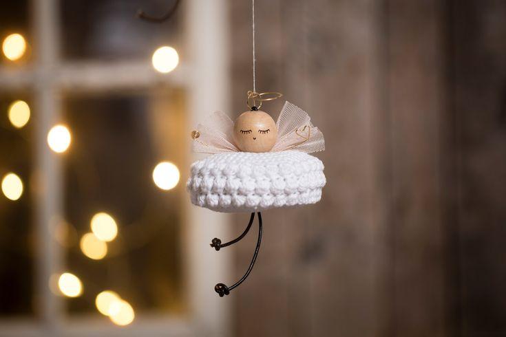 Læs bloginlægget om hæklet julepynt og find idéer til julepynt du kan hækle - også for dig, som ikke er en øvet hækler. Nyd godt af gode tips og tricks.