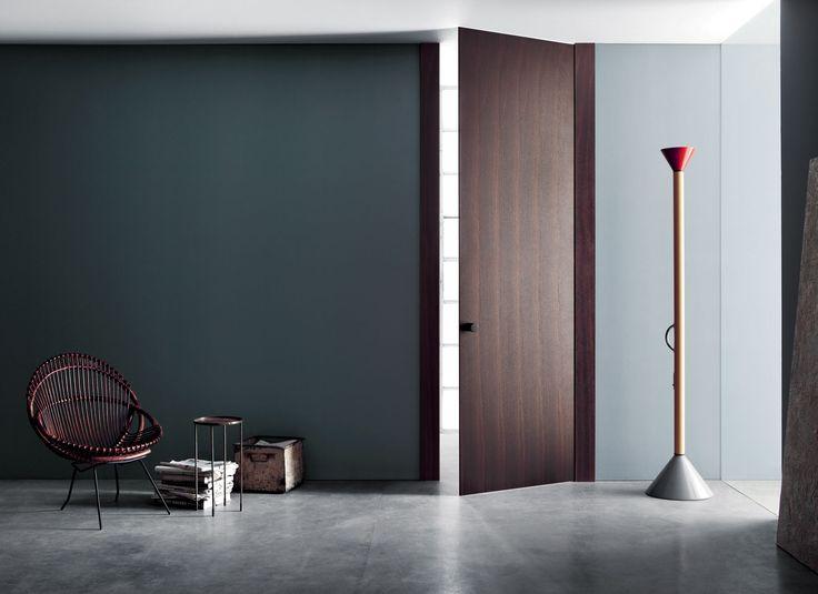 Lualdi -prodotti - porte - con stipite in legno - progettata da Piero Lissoni, L16 è pensata per riduzione. Di spessori, innanzi tutto. Straordinariamente sottile, l'anta battente somiglia a...