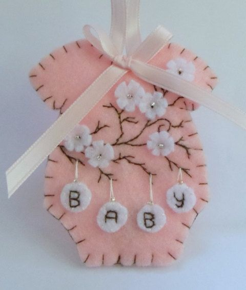 Baby's First Christmas Felt Onesie Ornament door BananaBugAndZod