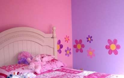 Decorazioni per pareti: stencil e pittura - Decorazione parete con stencil, fiori colorati