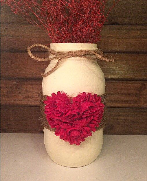 Valentines Day decor - Rustic Mason jar - Rustic Valentines Day decor - Holiday Mason jars - Farmhouse decor - Festive home decor - by LeChicBoutiqueCo on Etsy https://www.etsy.com/listing/485089916/valentines-day-decor-rustic-mason-jar