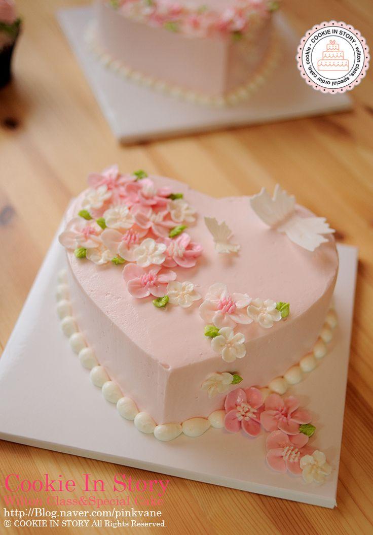 [쿠키인스토리 : 윌튼 케이크 데코레이션 마스터클래스,속성반,플라워케이크 클래스] 블라썸이 올라간 하트케이크, 다양한 꽃들이 올라가는 플라워 컵케이크 : 네이버 블로그