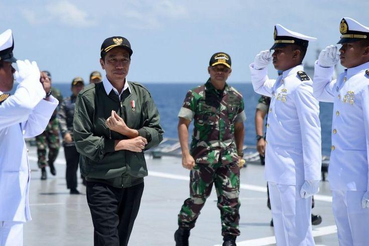 Presiden Joko Widodo menyaksikan langsung latihan Armada Jaya XXXIV Tahun 2016…