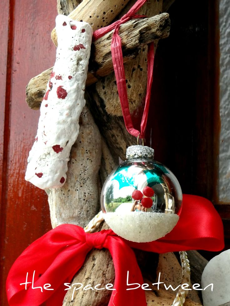 fix scratched baubles with glue and sand or glitter: Christmas Crafts, Holidays Crafts, Us Crafts, Embossing Powder, Vacations Inspiration, Scratch Baubles