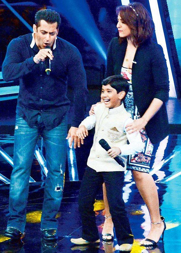 Salman Khan Charms Everyone On Indian Idol Junior