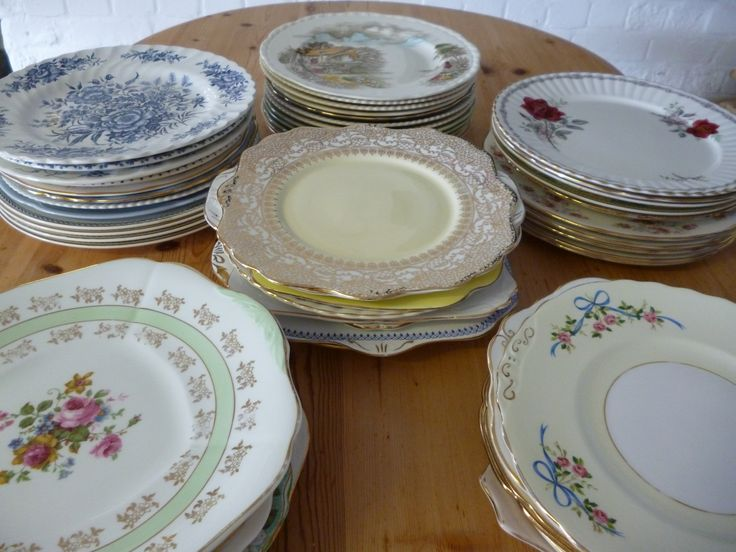 Just a few of our stunning vintage plates...