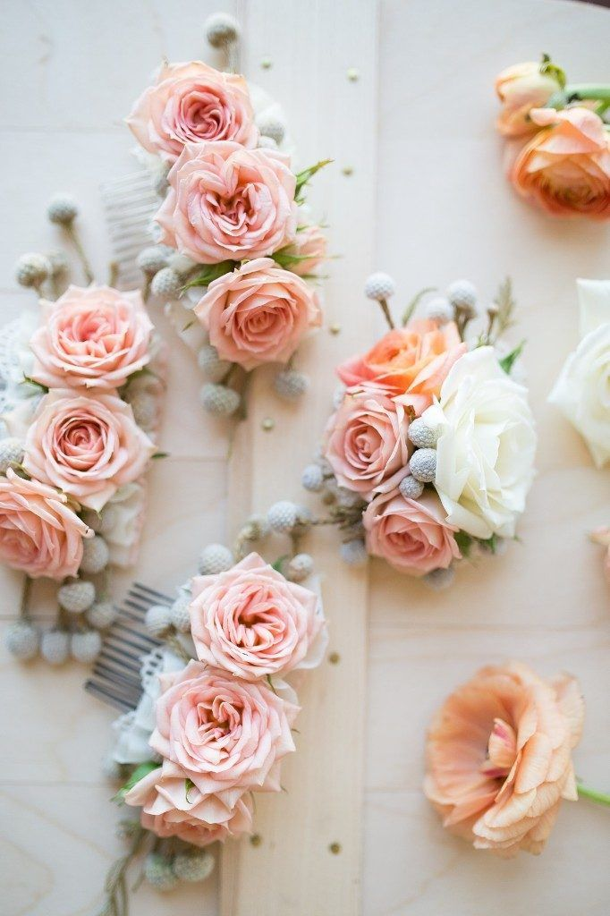 50+ Most Creative Ideas to Put Flowers in Your Hair ... - Fresh flowers are simply beautiful; putting them in you hair is very lovely. Flower crowns and other kinds of flower accessories for hair are having... -  Flower hair comb ~♥~ ...SEE More at Pouted Lifestyle Magazine :└▶ http://www.pouted.com/4-creative-ideas-put-flowers-hair/