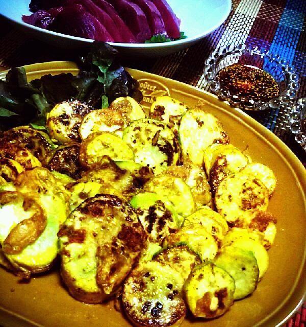 ズッキーニをこんなに食べたのは初めてかも(*^^*) 美味しかった~♪  あとは、かつおの刺身♪ ひじきの煮物♪ でした(*^^*)   素敵レシピ、ありがとうございました(*^^*)♪ - 59件のもぐもぐ - echo1188さんの韓国カボチャのチヂミ✯호박전ホバクジョン by kanomama
