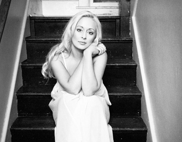 """Mindy McCready has a baby.    """"Praying that she has straightened her life out and is a good momma. """""""