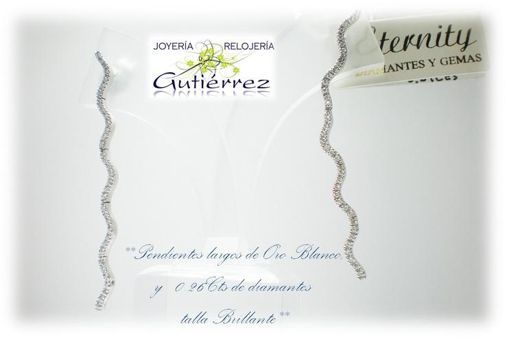 Ideales: pendientes largos, elegantes y coquetos, con diamantes talla brillante.