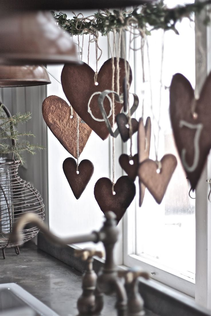 Hanging gingerbread heart cookie decorations, via Marie Delice: My Little Porch.