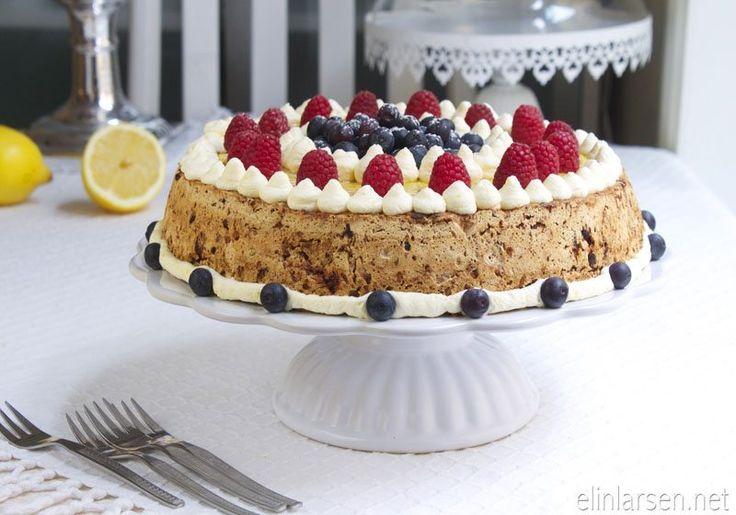 Hasselnott- og sjokoladekake med sitronkrem og lemoncurd