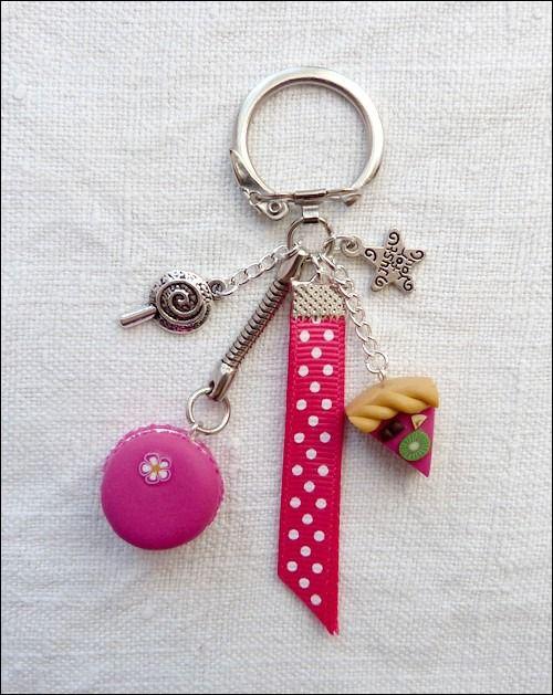 Porte-clés macaron et tarte fuchsia en Fimo : Porte clés par ptitamande