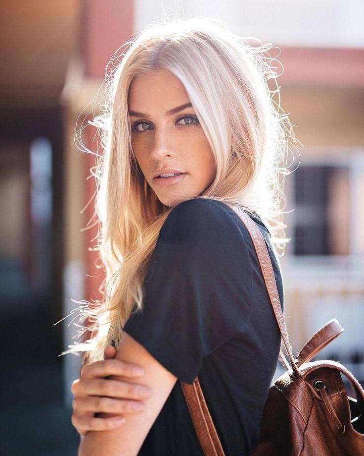 teen-gives-blonde-girl-margarita-suck-voyeur-have