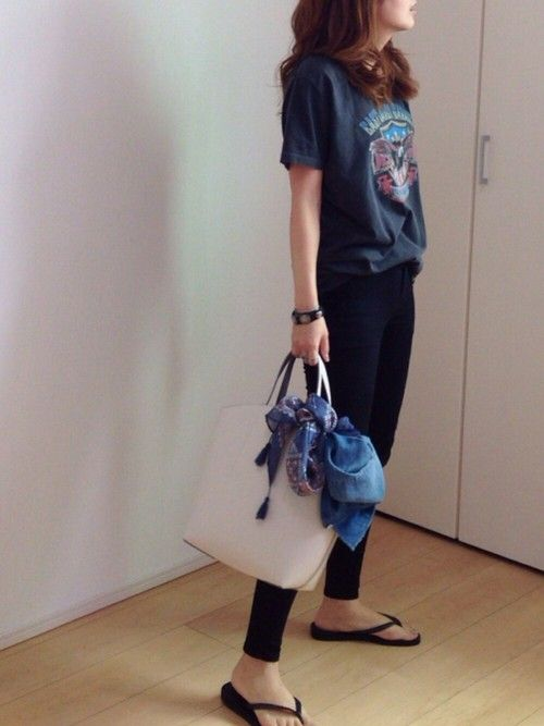 mayumi|Ungrid / graphic or band tee shirt, skinny jeans, flip flops and large tote with tied scarf