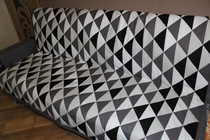 """Купить № 232 """"Пространство"""" Лоскутное покрывало на диван с подлокотниками - темно-серый, серый, белый"""