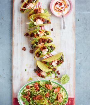 Jamies Schweine-Tacos mit feurigen schwarzen Bohnen und Avocadosalat   sixx.de