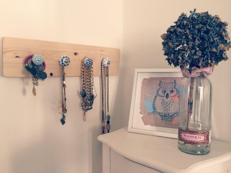 Colgador de joyas: madera de pino con tiradores pomos de cerámica estilo vintage
