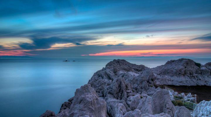 そこは日本のエーゲ海!白と青のコントラストが美しすぎる「白崎海岸」とは   RETRIP[リトリップ]