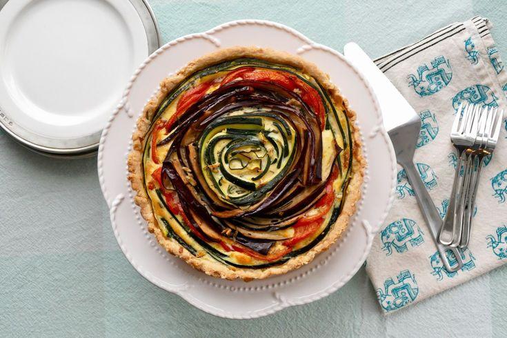"""Tarte salée """"fauxtouille"""" - Une tarte délectable et spectaculaire utilisant tous les ingrédients de la ratatouille et qui vous méritera des tas de ha!!!!!"""