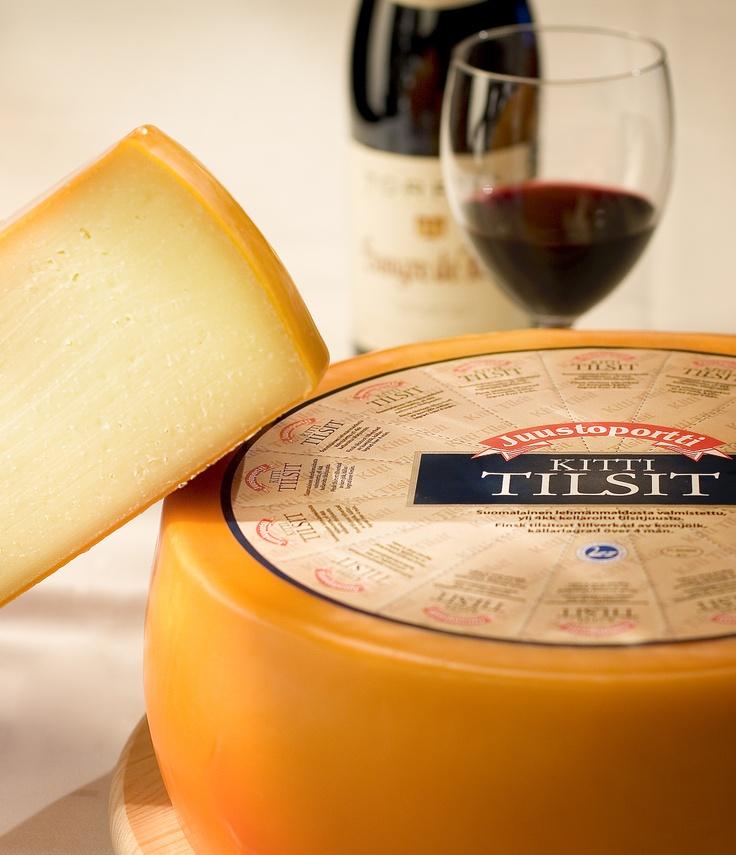 Aito kittikypsytetty juusto, joka on parhaimmillaan juustotarjottimella.