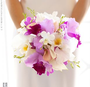 Fuchsia and White Orchid Bouquet. Estas me encantaaan :D